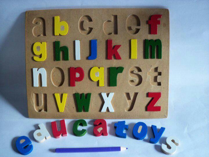 mainan puzzle huruf kecil