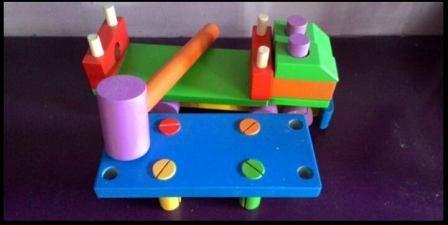 mainan edukatif anak truk palu