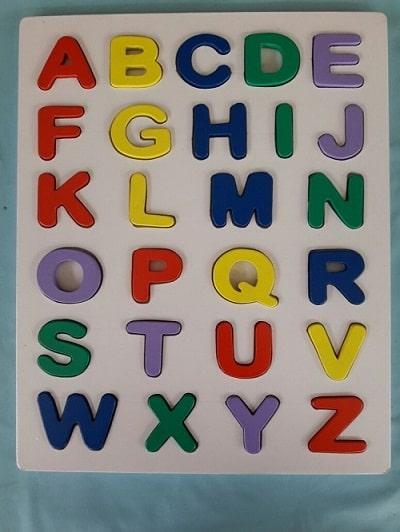 puzzle huruf besar timbul