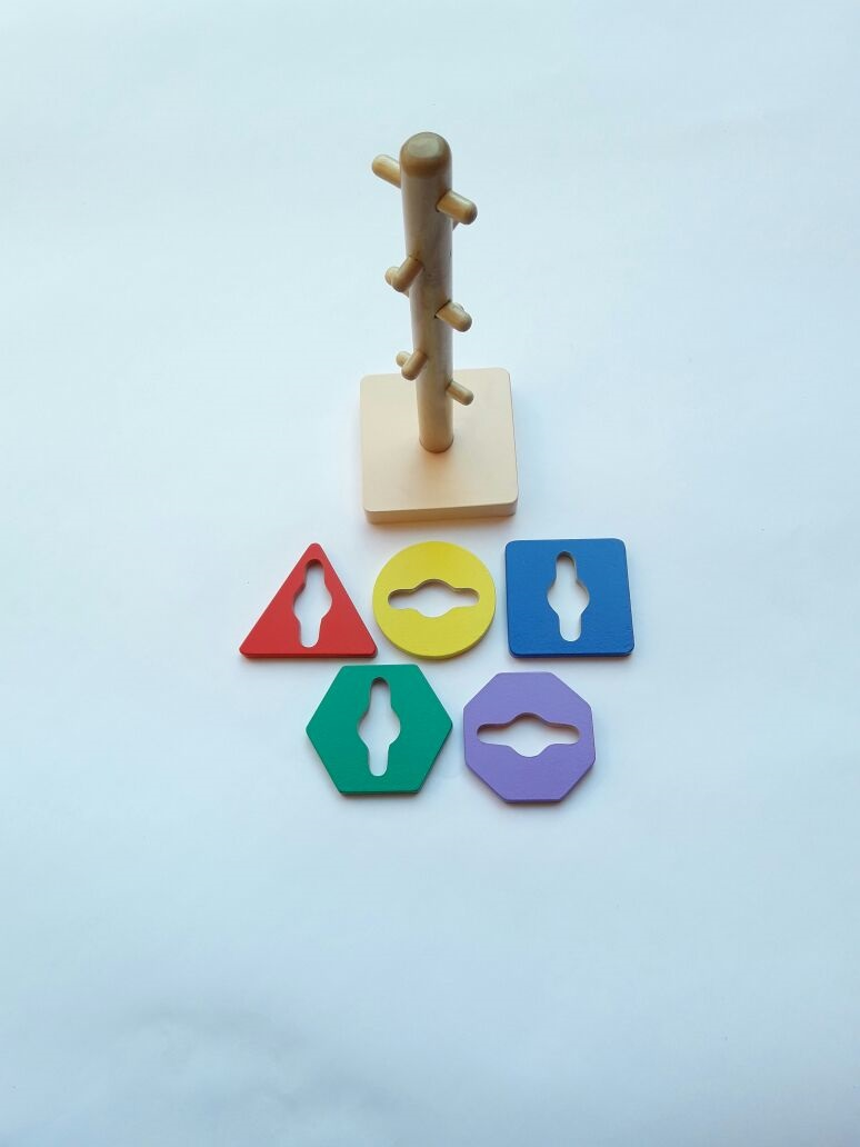 mainan anak edukatif menara kunci