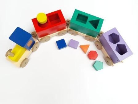mainan anak dari kayu kereta sortasi geometri